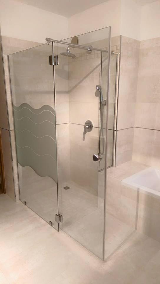 Comment poser un miroir sur mesure de salle de bain ?